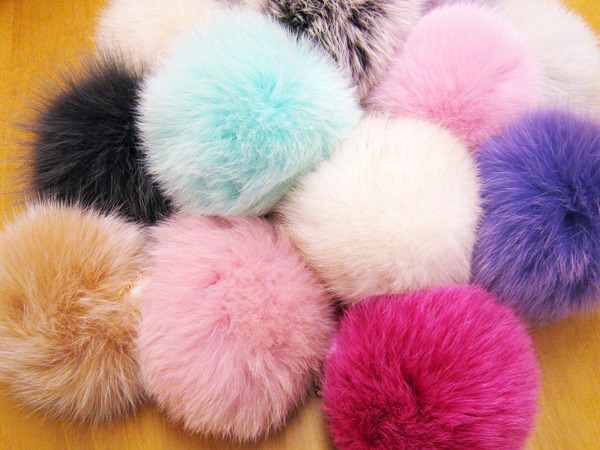 Fur_pom-pon_cell_phone_strap1.jpg.scaled1000